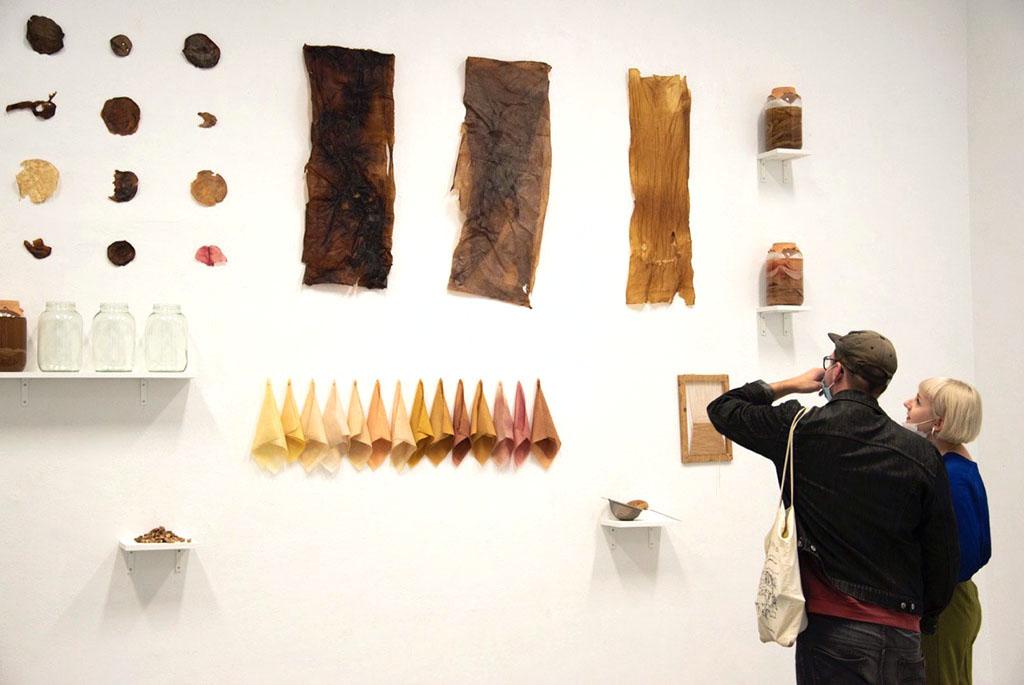 »Keine blasse Spur«, Ausstellung von acht Studentinnen im Kunstraum Kreuzberg/Bethanien, September 2020